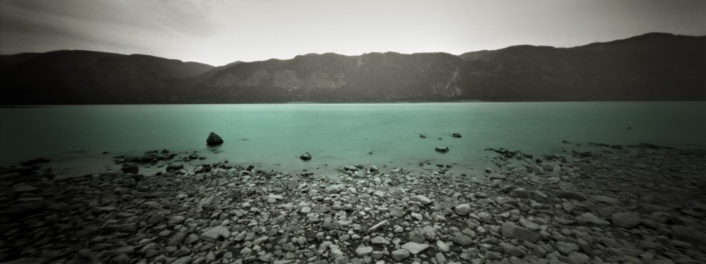 pinhole 886, river